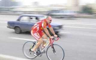 Как должен ехать велосипедист по дороге