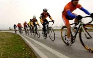 Как должен ехать велосипедист по трассе